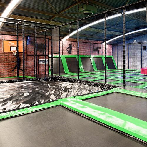 Trampoline springen Indoorpretpark Maassluis